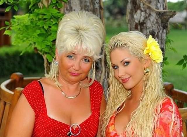 Катерина Бужинська з мамою Оленою