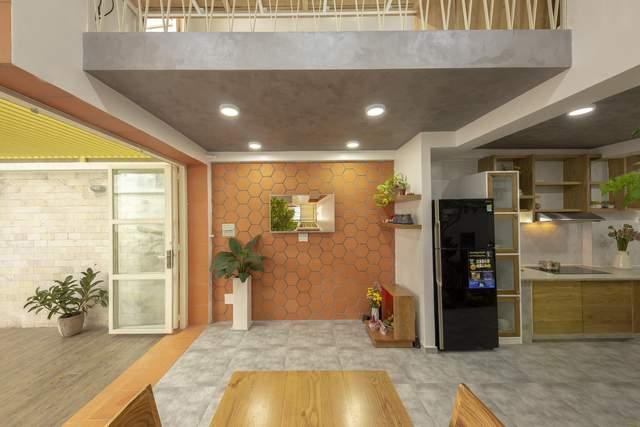 Морковный цвет в интерьере: фото маленького частного дома из Вьетнама