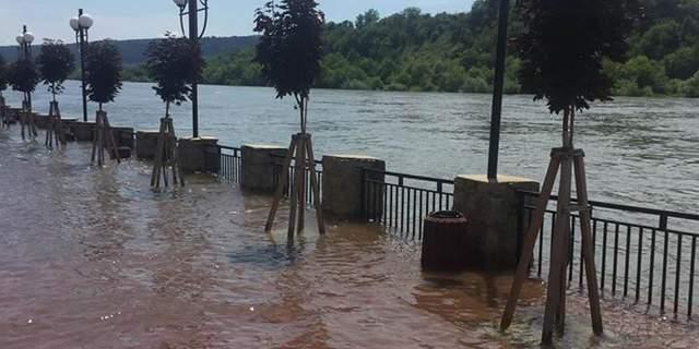 У Могилеві-Подільському затопило вулиці