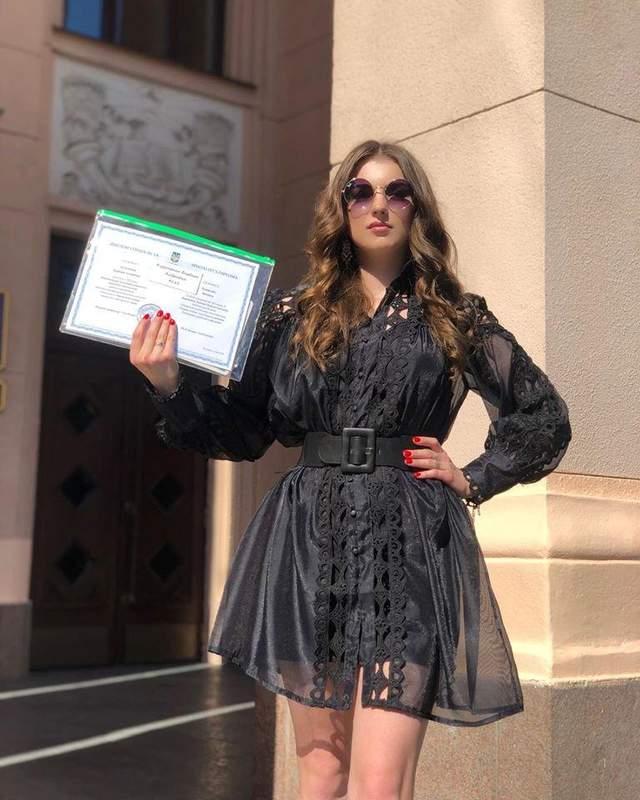 Донька Скрябіна з дипломом лікаря