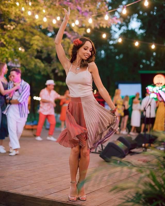 Катерина Кухар на пляжній вечірц