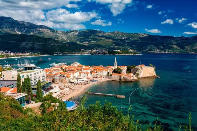 Чорногорія цього року підняла ціни на путівки