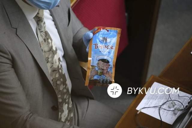 Віктор Чорний Верховна Рада бички риба в залі парламенту
