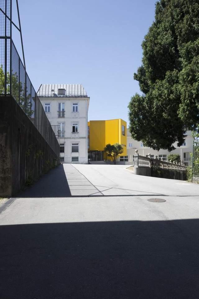 Яскрава будівля – ковток свіжого повітря / Фото Archdaily