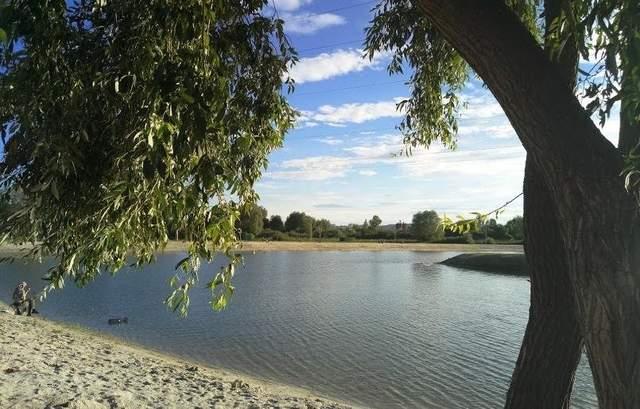 Відпочинок на озері в селі Муроване