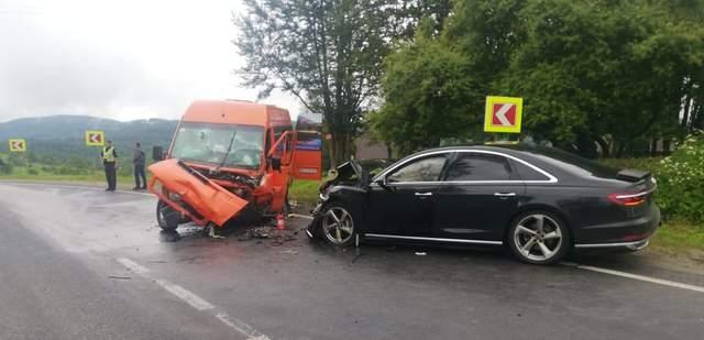 Масштабное ДТП на Львовщине: не разминулись микроавтобус и легковушка – фото