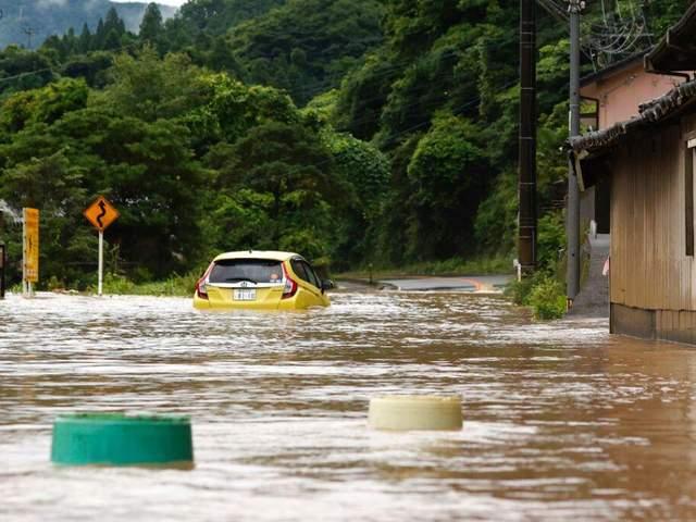 Мощные ливни в Японии: паводки, оползни и по меньшей мере 30 жертв – фото, видео