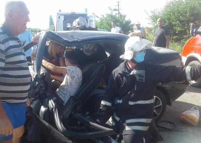 Жуткое ДТП в Запорожье: пострадали 6 человек, среди них дети – фото (18+)