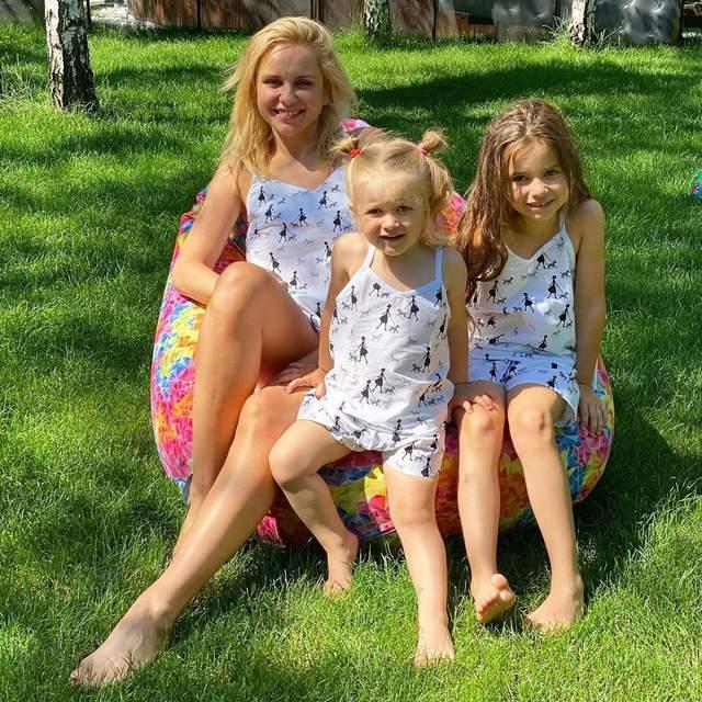 Лилия Ребрик очаровала сеть ярким фото с дочками