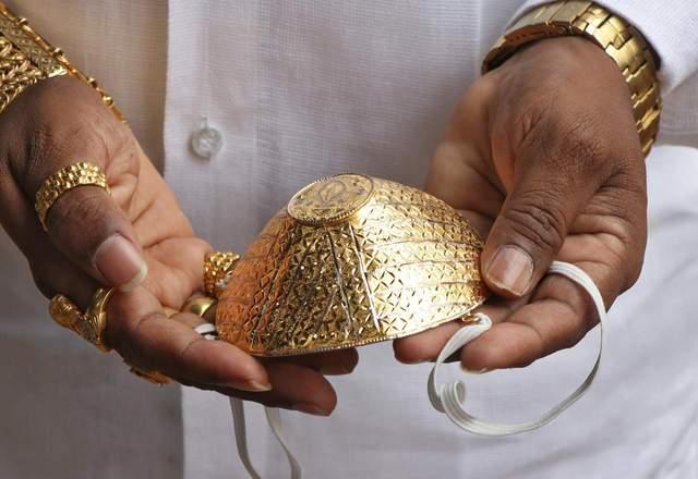Из золота: в Индии бизнесмен надеется, что его особая маска защитит от коронавирус