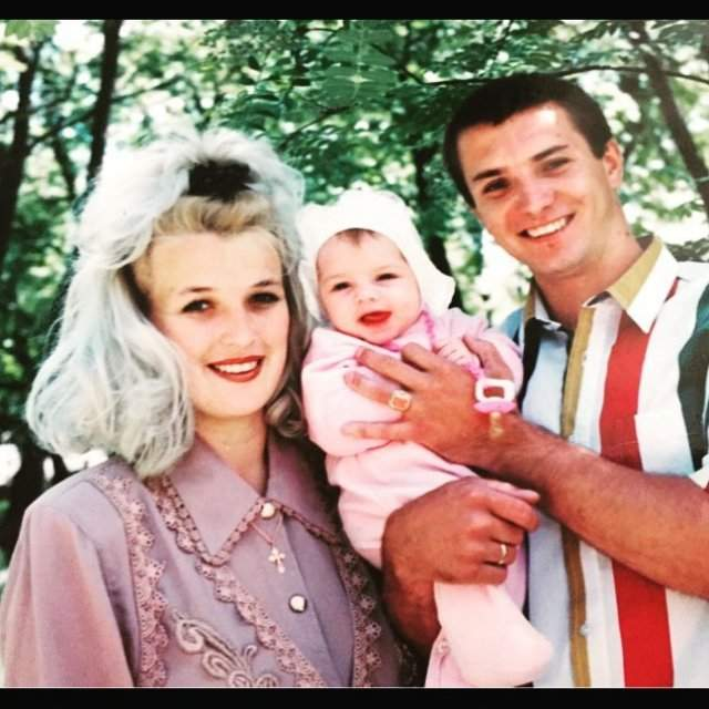 Даша Хлистун з батьками