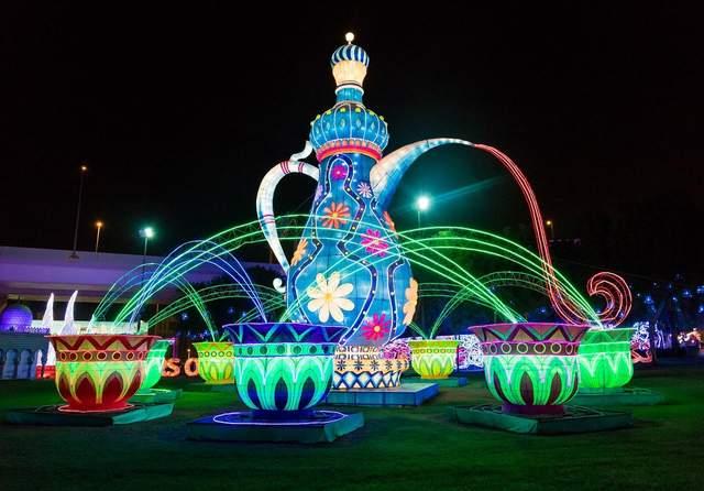 Неоновий сад в Дубаях