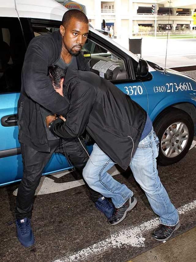 Каньє Вест під час бійки з фотографом