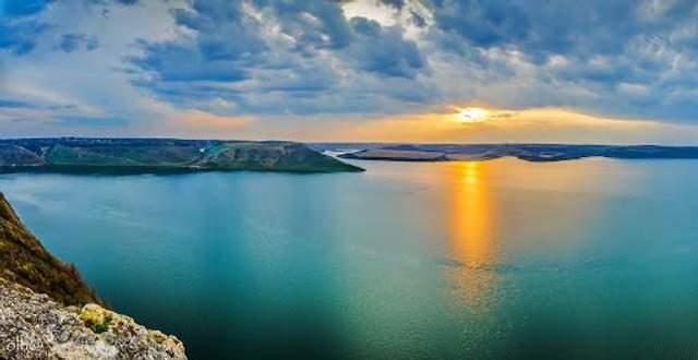 Зустрічайте неймовірні сходи сонця у Бакоті