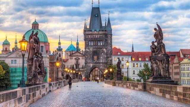 Знаменитий Карлів міст у Празі