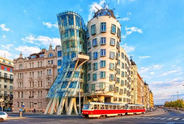 Танцюючий будинок у Празі