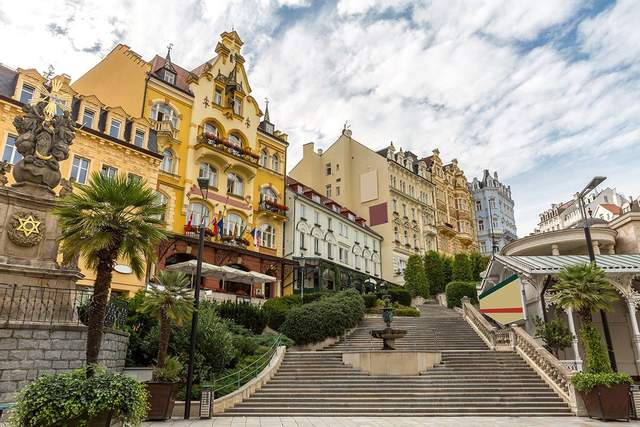 Карлові Вари - живописне місто Чехії