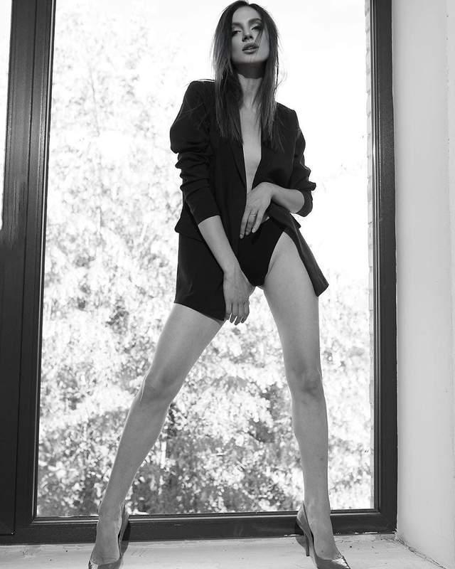 В пиджаке на голое тело: Дана из 'Холостяка-10' засветила грудь в эротическом образе – фото 18+
