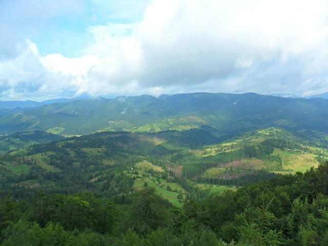 Неймовірний краєвид, який відкривається з гори Великий Верх