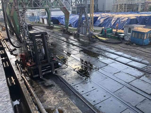 Авария в порту Николаева: произошла утечка растительного масла – фото