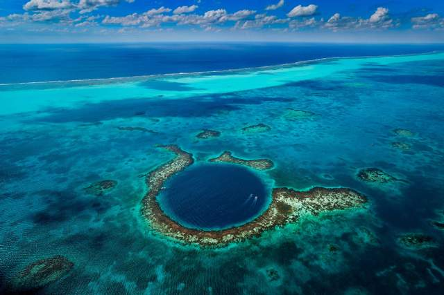 Блакитна діра Діна на Багамах