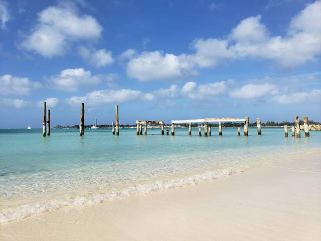 Пляж Щелеп на Багамах