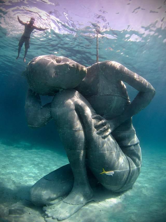 Підводна скульптура на Багамах
