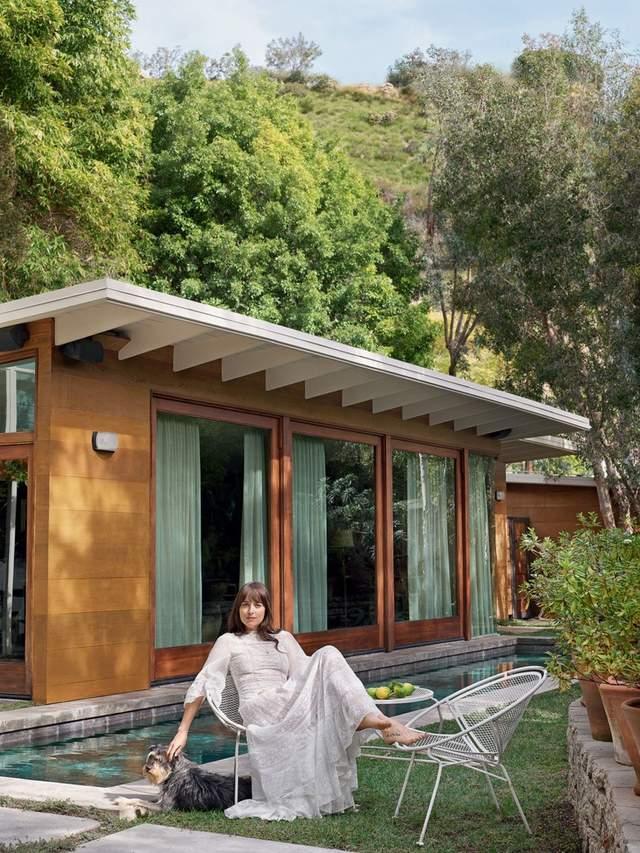 Дом Дакоты Джонсон: звезда '50 оттенков серого' показала свое жилье – фото