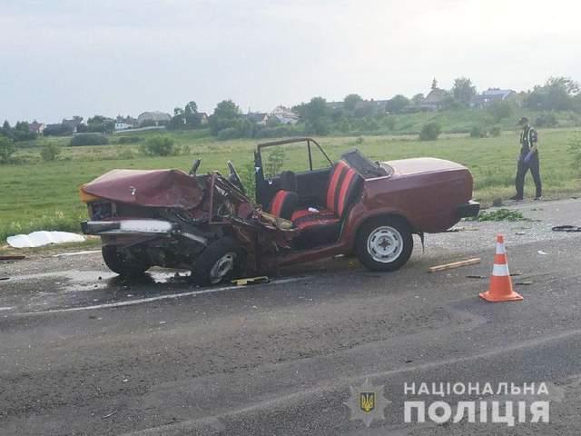 Страшное ДТП возле Ровно: ВАЗ разорвало на куски, водитель погиб, его жена и дети в больнице