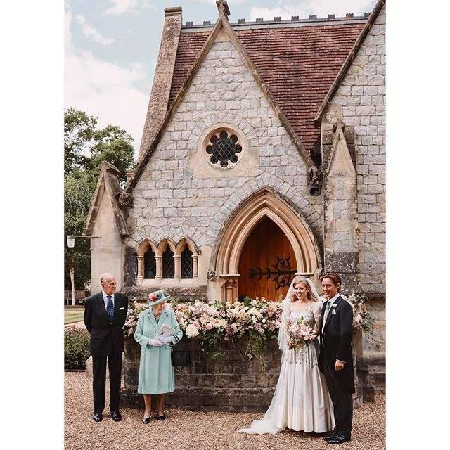 Офіційне фото з весілля принцеси Беатріс