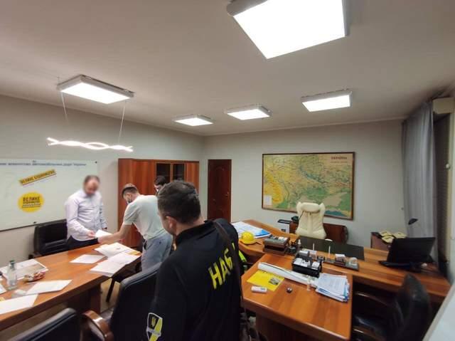 НФБУ та САП провели обшуки в офісах