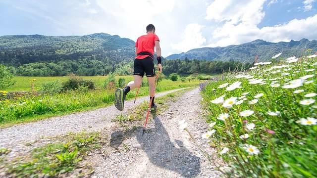Скандинавська ходьба: користь чи шкода для здоров'я