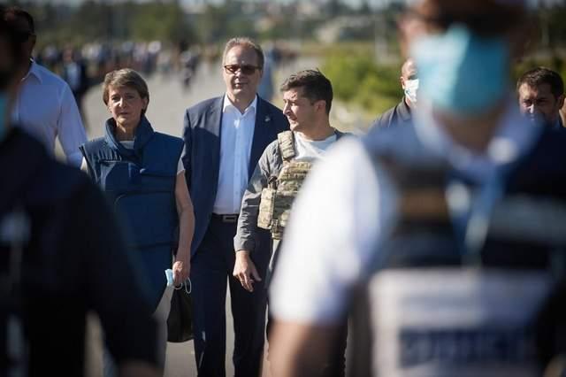 Лучшую в жизни ежевику привезли новой дорогой, – Зеленский подвел итоги поездки на Донбасс