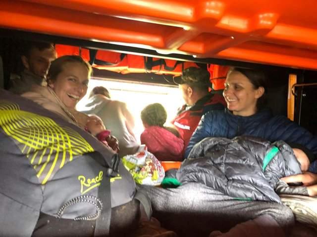 В районе Говерлы застряли туристы с детьми: всех удалось спасти – трогательные фото