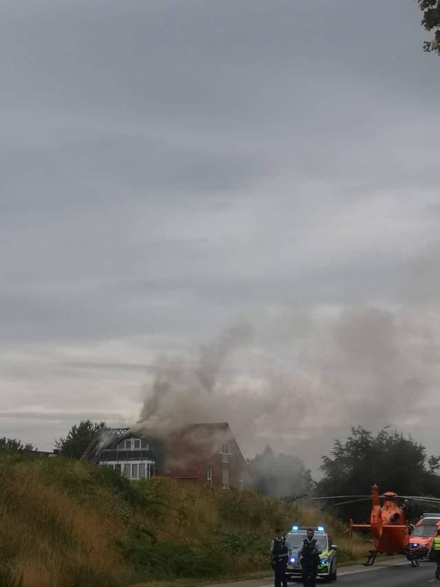 Самолет протаранил жилой дом в Германии: есть погибшие – фото, видео