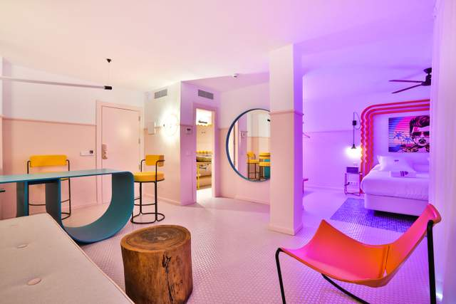 Готель – це вибух кольорів / Фото Archdaily