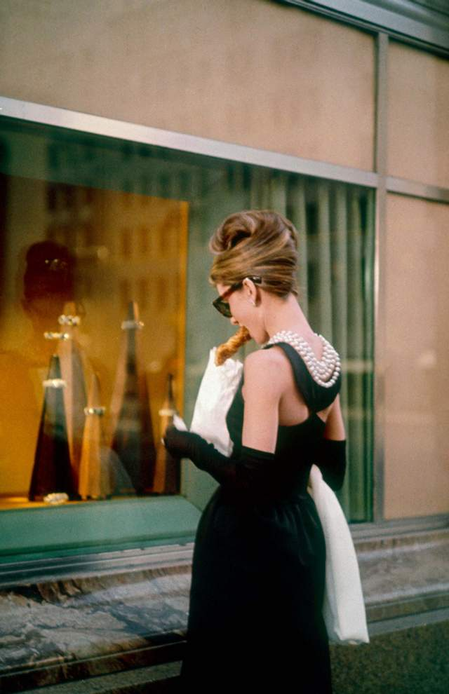 Самые роскошные вечерние платья в истории мирового кино, которые сумели ошеломить зрителей