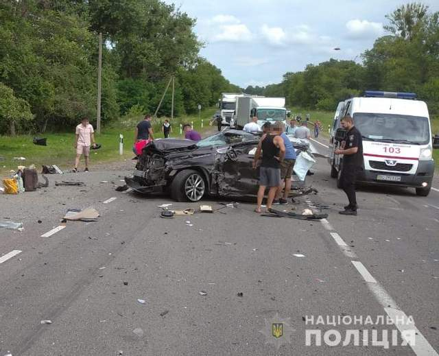 На Львовщине не разминулись сразу три автомобиля: в ДТП пострадали дети – фото