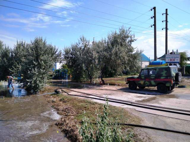 Кирилівка оговтується від страшної негоди: фото з курорту