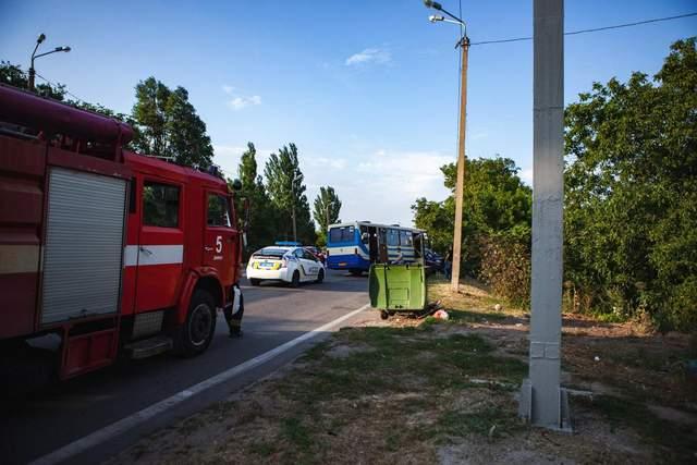Столкновение лоб в лоб: в Днепре ДТП с легковушкой и автобусом – фото
