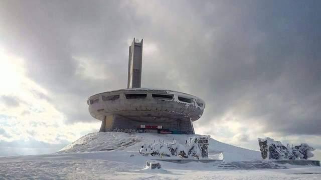 В скале, в лесу и на вершине горы: 5 гигантских мемориалов родом из социализма – фото
