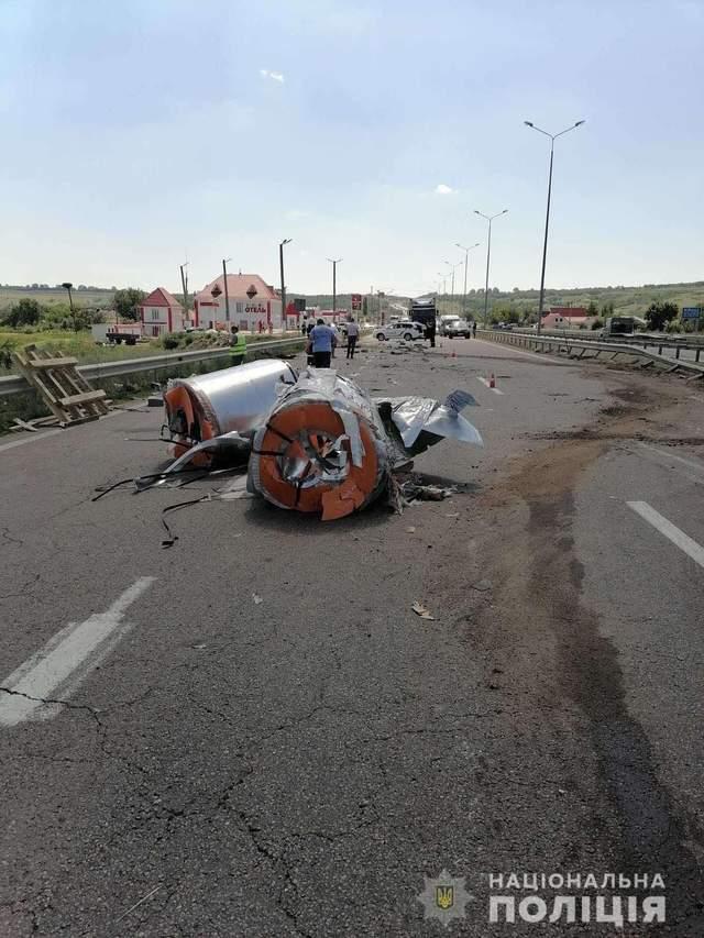 Смертельная авария на Николаевщине: водитель фуры наехал на двух пешеходов – фото