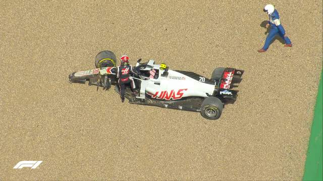 Хэмилтон победил на гран-при Великобритании, финишировав на трех колесах