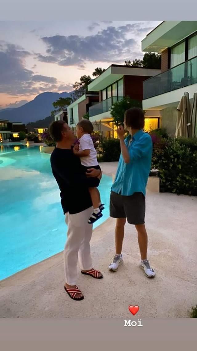 Катя Осадчая впервые показала мужа и двух сыновей вместе: редкое фото