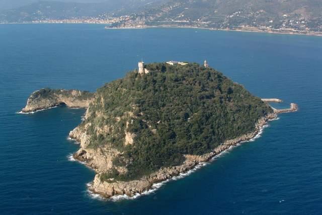 Украинец купил остров в Италии за 10 миллионов евро: кто он и что известно о покупке