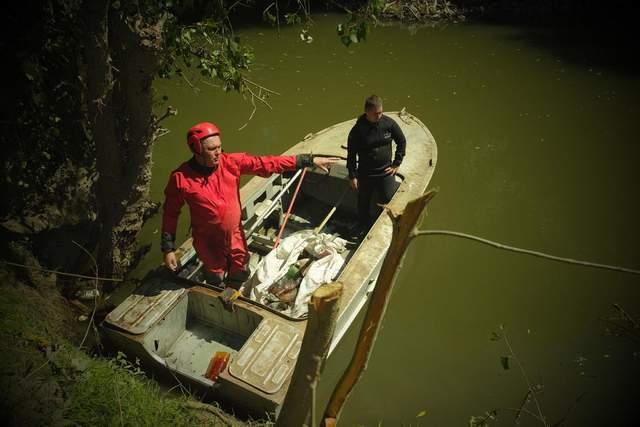 Рятувальники витягли з річки понад 110 кубічних метрів непотребу