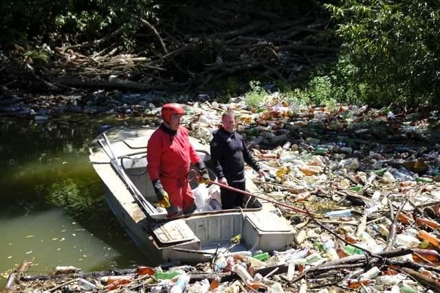 На річці Боржава сміттєвий затор