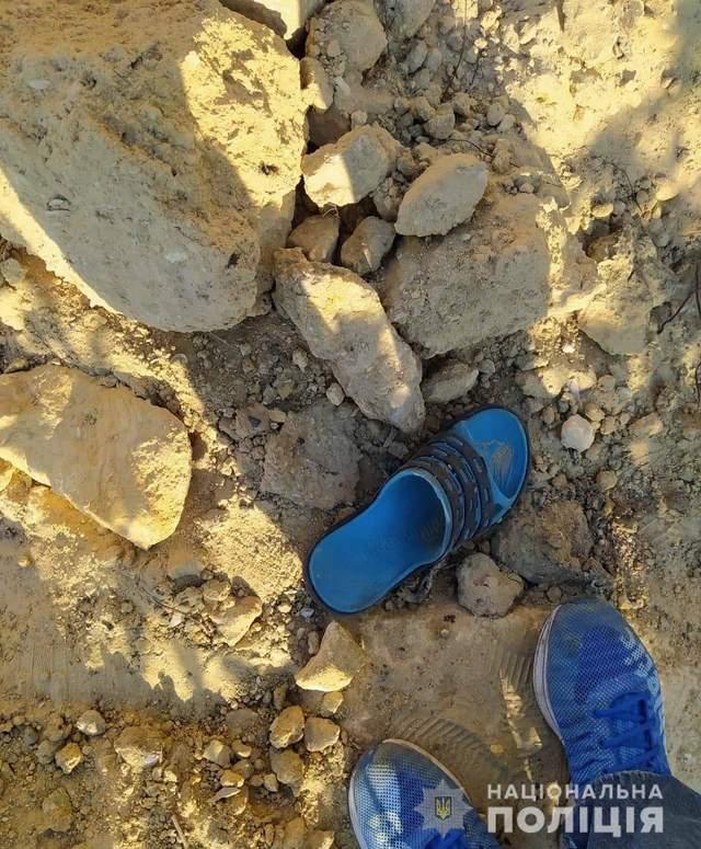 У Харківській області підлітка засипало піском