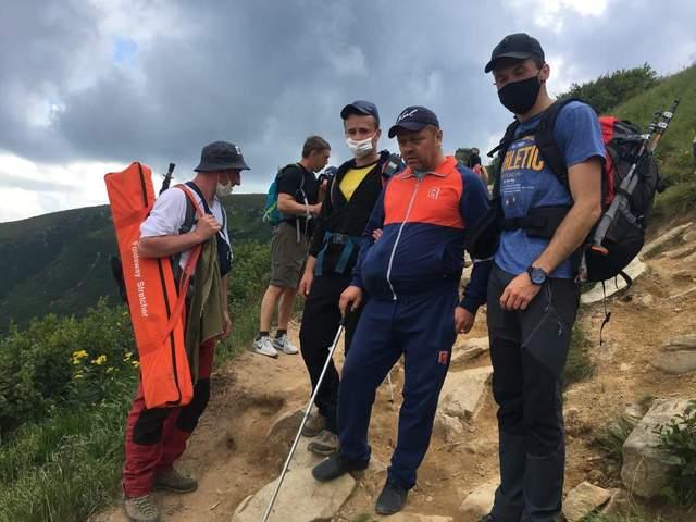 Спасатели спустили с Говерлы 6 человек: им стало плохо – подробности