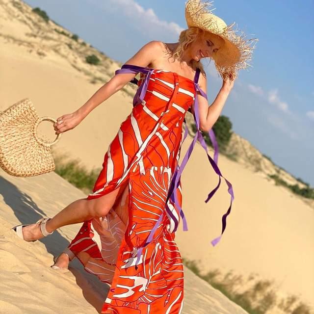В ярком сарафане и шляпе: Лилия Ребрик покорила стильным образом – фото